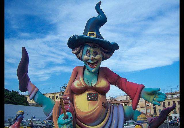 Hoguera en las Fogueres de Sant Joan de Alicante