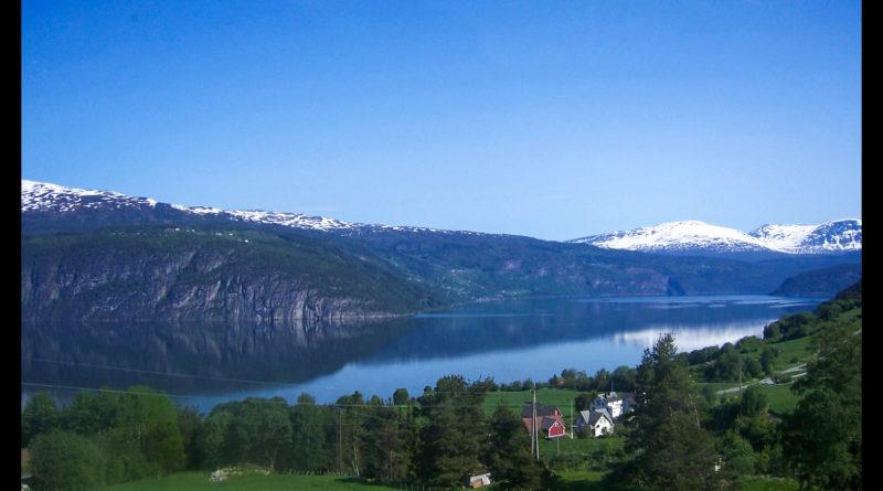 Fiordos noruegos glaciar Boyabreen túnel de Laerdal tren de Flam Innvik