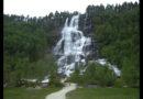 Fiordos noruegos: de los sueños, iglesia Kaupanger y cascada Tvindefossen